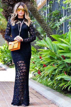 Vestido tricô longo rendado preto