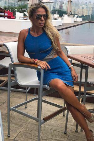 Adriane-Galisteu-Vestido-Bandagem-Recortes-Azul