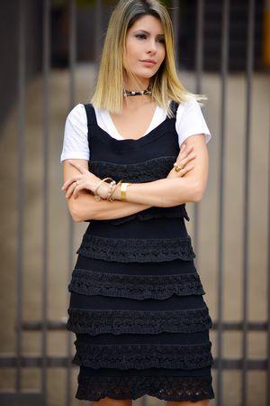Vestido Tricô Babados Curto Preto