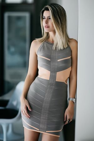 Vestido-Bandagem-Recortes-Pessego-carol-tognon