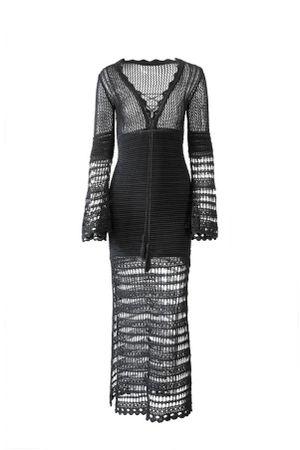 Vestido-Tricot-Decote-Preto