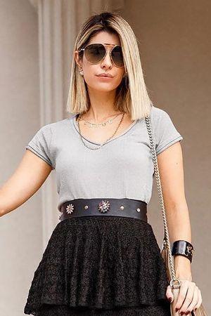 CAROL-TOGNON---T-shirt-tricot-basica-cinza