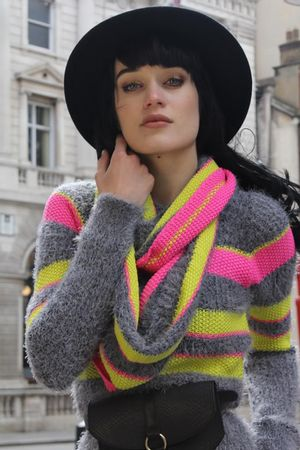 Blusa Tricot Neon Pêlo Cinza