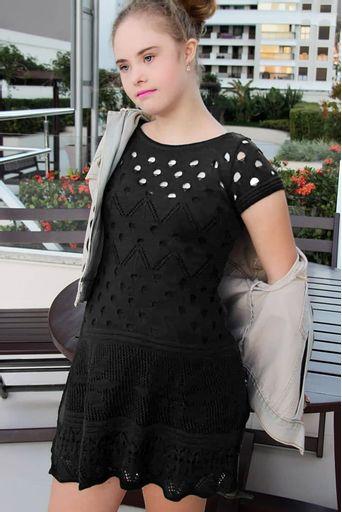vestido-tricot-bordado-flor-preto-Georgia-Furlan