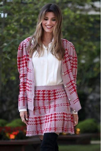 maria-rudge-look-saia-tricot-curta-xadrez-vermelha