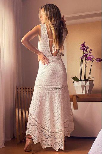 Raquel-Mattar-Vestido-Tricot-Midi-Bebel-Off-White-Costas